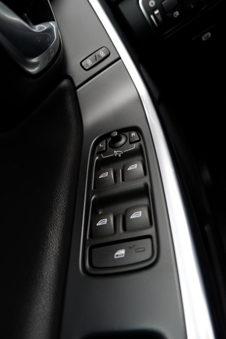 Volvo-V60-33